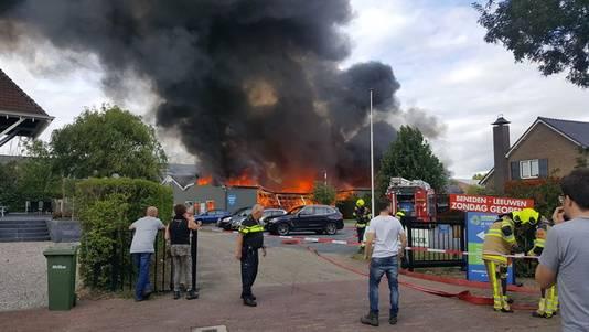 Herman Bouwman stuurde deze foto op van de brand in Beneden-Leeuwen.