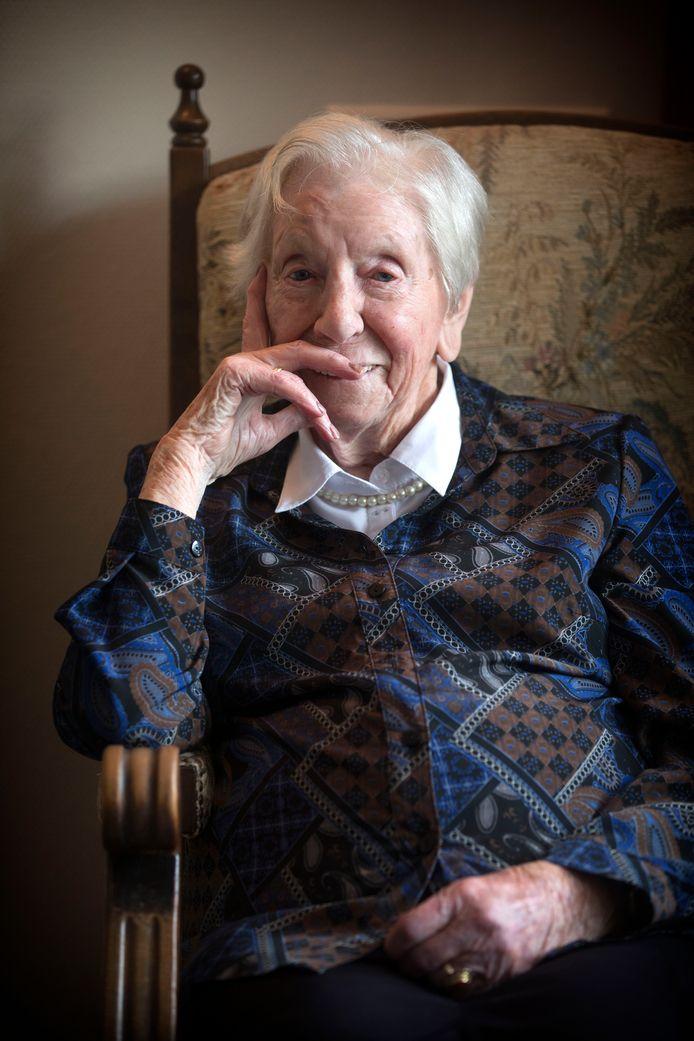 """Valkenswaard - Mevrouw Aagje Groenendijk wordt op oudjaarsdag 102. ,,Je hoeft er niets voor te doen. Alleen ademhalen...en eten."""""""