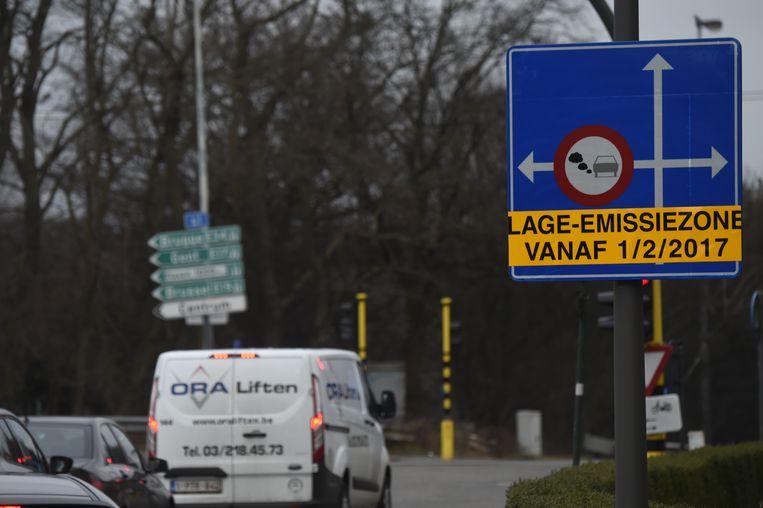 Sinds 1 februari 2017 geldt er een lage-emissiezone in Antwerpen maar die heeft te weinig effect op de luchtkwaliteit.
