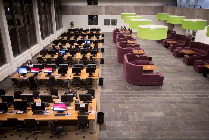 Een vrijwel lege pc-ruimte op de Radboud Universiteit (archieffoto).