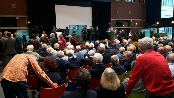 Ruim vierhonderd vrijwilligers rondom het Jeroen Boschjaar kregen zondag een bronzen waarderingspenning.