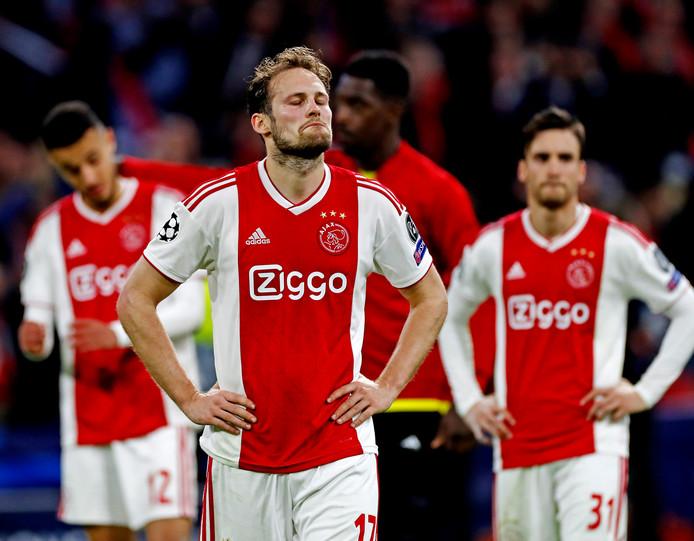 Ajax treurt.