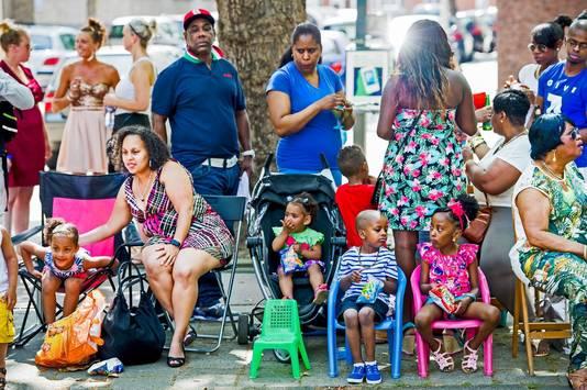 Veel van de deelnemers aan het Zomercarnaval worden al op jonge leeftijd meegenomen.