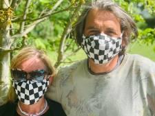 """Eventorganisator valt zonder werk en verkoopt nu mondmaskers: """"modieus, met certificaat, en je kan er gewoon door ademen"""""""