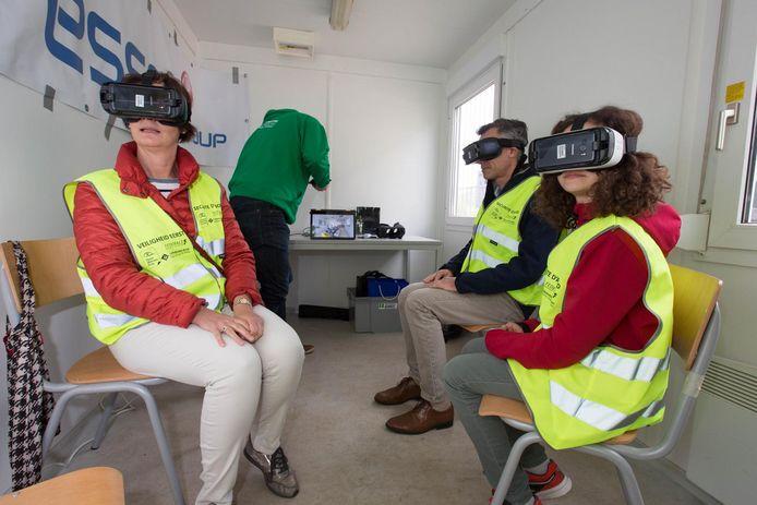 Bezoekers kunnen met een virtuele bril al eens zien hoe de binneninrichting van een bouw zal zijn.