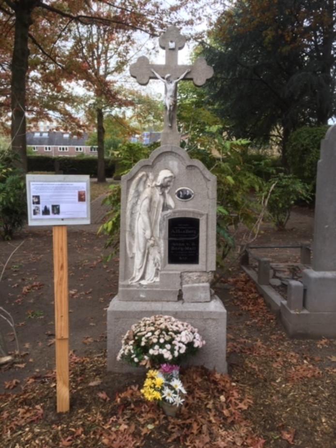 Het weer toonbare graf van het echtpaar Van den Berg, slachtoffers van de Spaanse Griep, op de begraafplaats aan de St. Josephstraat in Tilburg