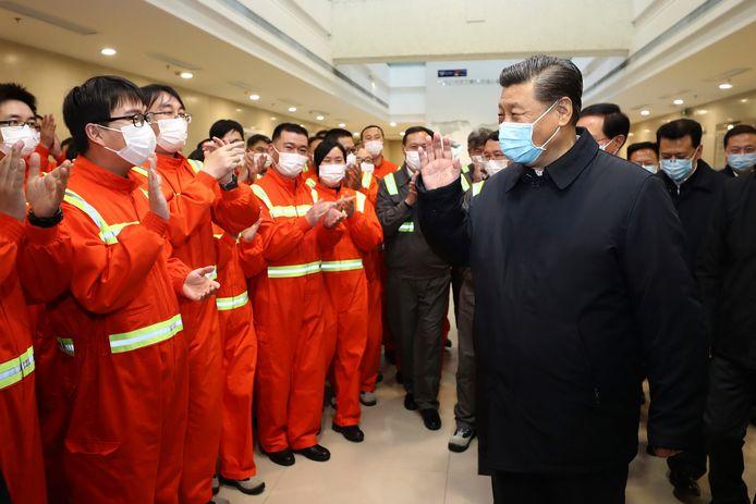 President Xi Jinping op werkbezoek tijdens de herstart van de industrie in maart.