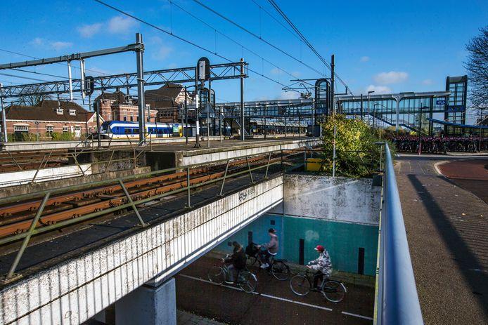 Het spoor bij NS-station Woerden. Daar wordt komend weekend gewerkt. Dus rijden tussen Bodegraven en Woerden alleen bussen.