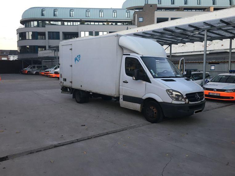 De politie trof in de bestelwagen onder meer verpakkingsmaterialen alsook vries- en koelproducten.
