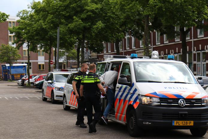 De politie verrichtte twee arrestaties.