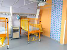 Kinderbedjes van het LangeLand Ziekenhuis naar Oekraïne