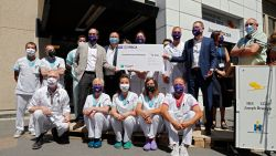 Mooie geste: RSC Anderlecht overhandigt 70.000 euro aan ziekenhuis, zorgpersoneel mag gratis naar match