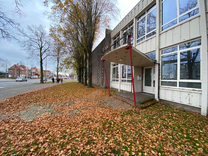 De voormalige Jan Ligthartschool aan de Ringbaan-Oost.