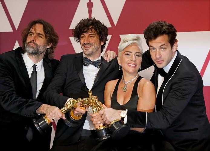 Van links naar rechts: Andrew Wyatt, Anthony Rossomando, Lady Gaga en Mark Ronson.