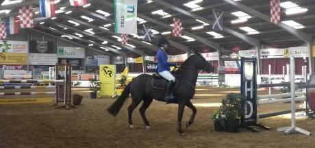 Samenwerken met je pony bij Brabants Kampioenschap Indoor Springen in Rooi