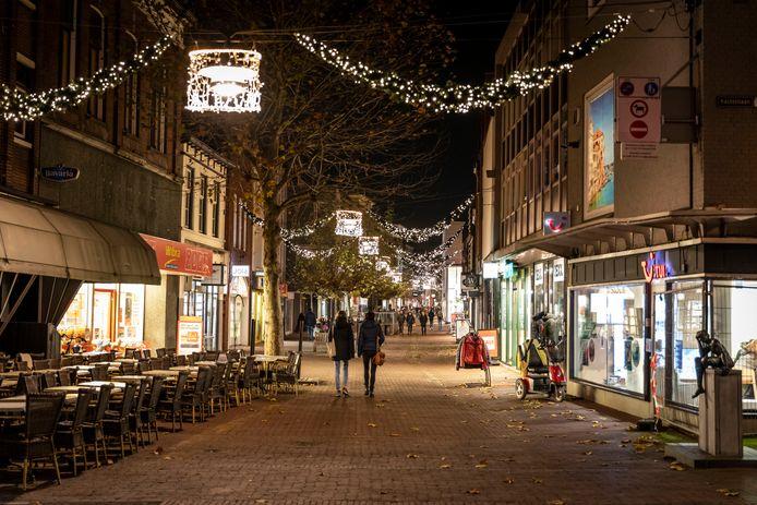Winkelende mensen tijdens een koopavond in Helmond, de foto is van afgelopen november.