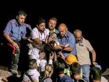 Hulpverleners redden baby en broertje uren na aardbeving, nog 1 broertje vast