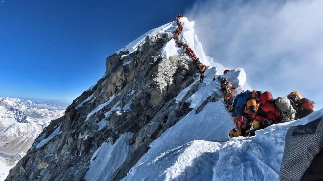 Unieke foto toont lange (en dodelijke) wachtrij op Mount Everest
