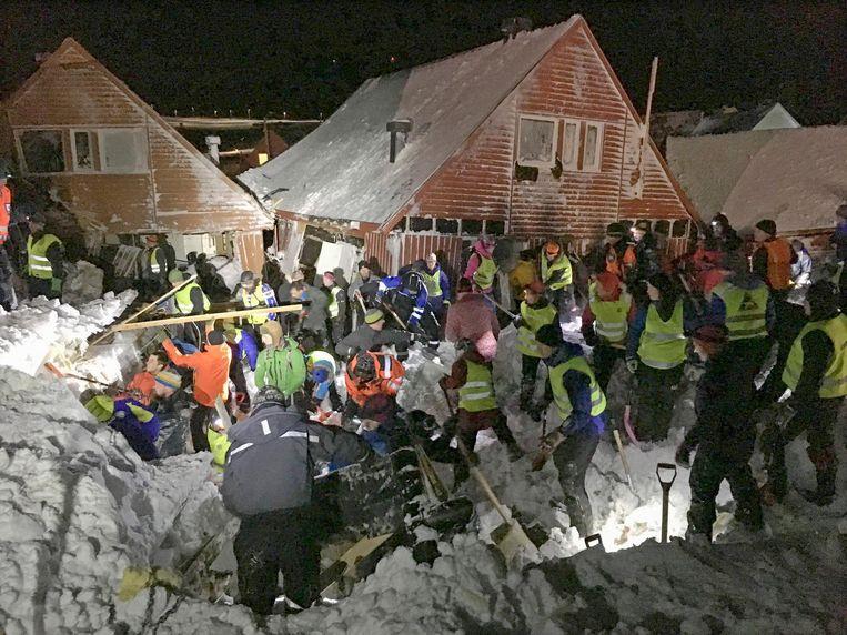 Lawines richtten in Longyearbyen in december grote schade aan. Twee mensen overleden.De sneeuwmassa ging schuiven door dewarmewinter. Beeld epa