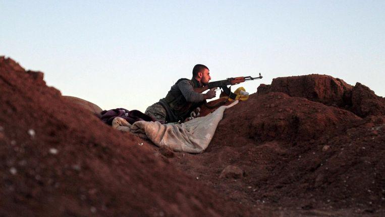 Een Koerdische strijder nabij Hasakah. Beeld epa