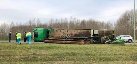 Omgevallen vrachtwagen afrit A27 Werkendam, berging duurt tot ver in de avondspits