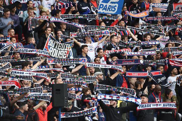 Een beeld van de harde kern van Paris Saint-Germain tijdens de competitiewedstrijd tegen Angers.