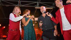 Carla vraagt Rudy ten huwelijk op podium 21 juli-viering in Denderleeuw