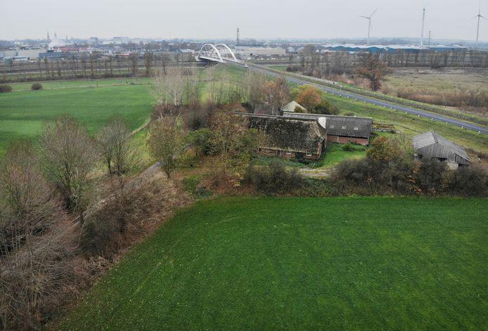 Het plan om drie windmolens bij Eefde te plaatsen loopt mogelijk langdurige vertraging op.