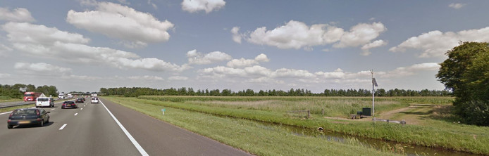 Aan de oostkant van de A28 in de gemeente Staphorst is het ontbrekende gedeelte van de snelfietsroute tussen Zwolle en Meppel aangelegd.
