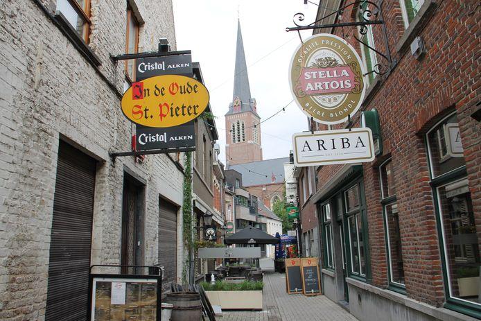Café Ariba opende enkele maanden geleden pas de deuren, in het pittoreske Sint-Pietersstraatje in Izegem.
