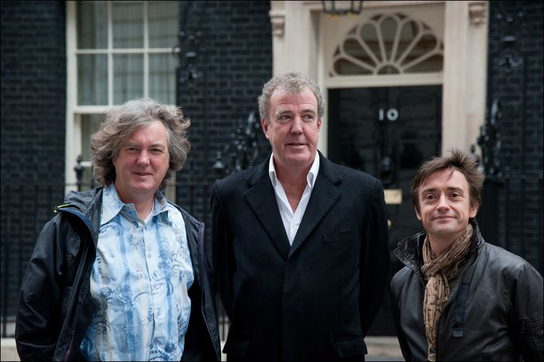 James May, Jeremy Clarkson en Richard Hammond. May en Hammond kregen 1,4 miljoen euro aangeboden om een nieuw seizoen van 'Top Gear' te maken. Op termijn zou elke aflevering een andere gastheer krijgen.