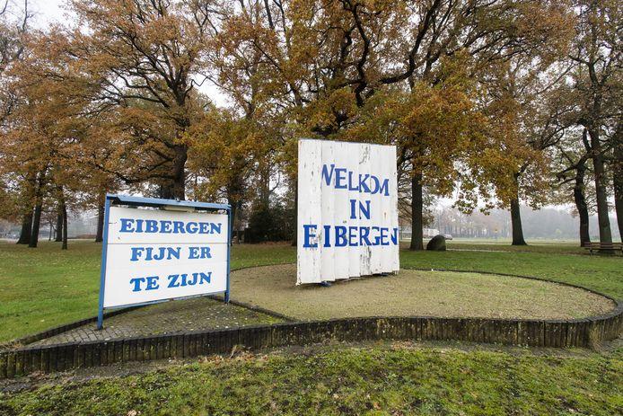 Bord met slogan 'Eibergen Fijn er te zijn' langs vroegere Twenteroute/Groenloseweg/Burg. Wilhelmweg. I