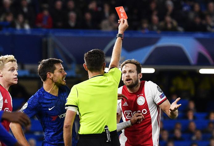 'Als Chelsea had gescoord dan had VAR wél naar rode kaart Blind gekeken!'