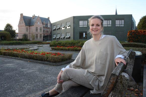 Maaike De Rudder mag na de burgemeesterssjerp nu ook een zitje in het parlement opnemen.