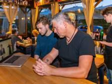 Berusting bij wijkcafé in Zwolle na nieuwe coronasluiting: 'De mensen verwachten dat we positief blijven'