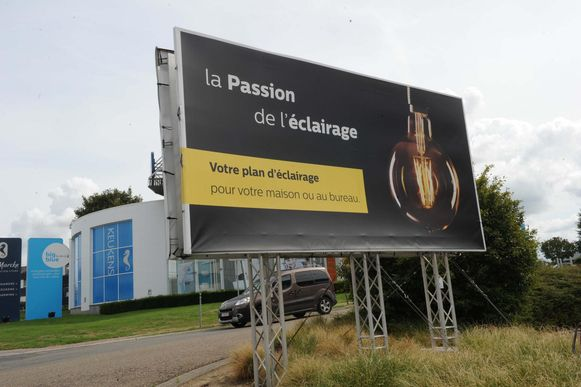 Een voorbeeld van de toenemende verfransing is dit reclamebord dat enkel een Frans opschrift heeft.
