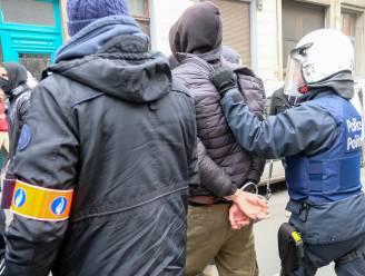 Langer naar politieschool en niet meer tutoyeren: resolutie doet voorstellen om relatie burger-politie te verbeteren