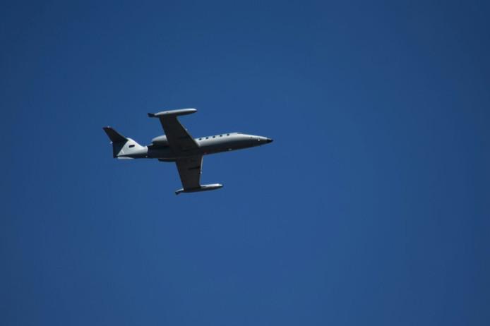 De kleine zakenjet in de lucht boven Twente. Foto: Jack Huygens / News United