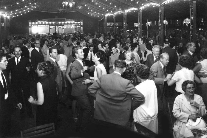 Het uitbundige feest bij het 100-jarig bedrijfsjubileum van Stork in Hengelo.