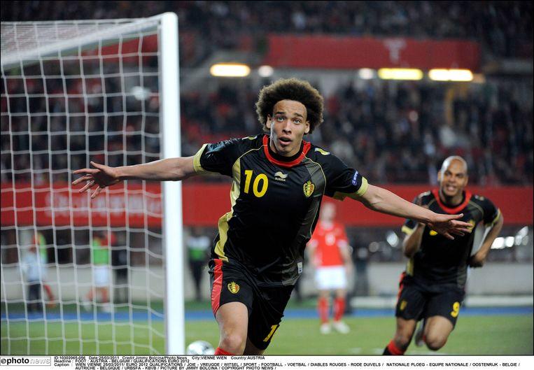 Witsel zorgt met twee doelpunten voor een 0-2 zege in Oostenrijk tijdens de kwalificatiecampagne voor het EK 2012. Het eerste belangrijke resultaat van de 'Gouden Generatie' Rode Duivels. Met die zege begon de 'Duivelkoorts' rond de nationale ploeg.