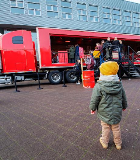 Wereldberoemde Coca Cola-truck doet Nijmeegse hogeschool aan: 'Niet echt de kerstgedachte'