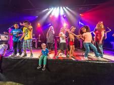Rappende jeugd op Stadshagenfestival