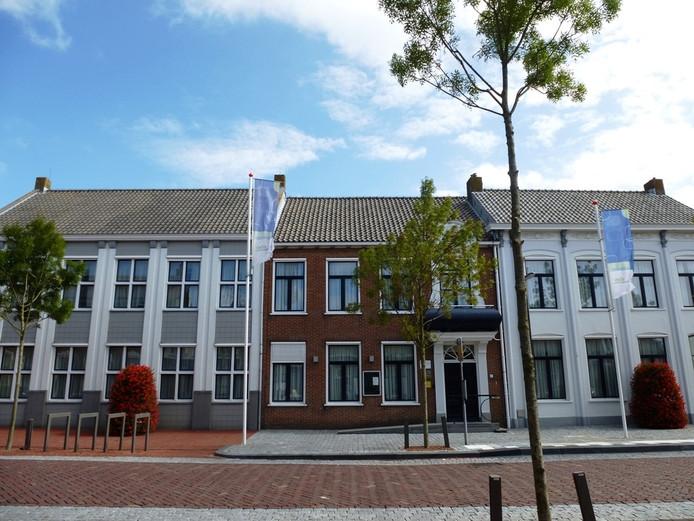 Gemeentehuis in Wissenkerke. De gemeente met zo'n 7300 inwoners leunt zwaar op buurgemeenten als Goes en Veere.