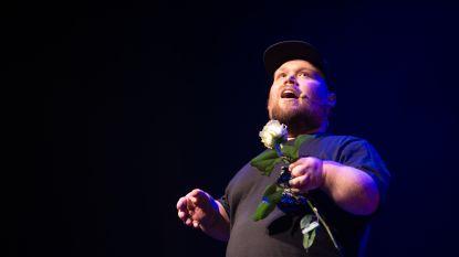 """Comedian William Boeva (30): """"Schoon als mensen zeggen dat ik enkel klein ben en niet gehandicapt, maar het wringt ook"""""""