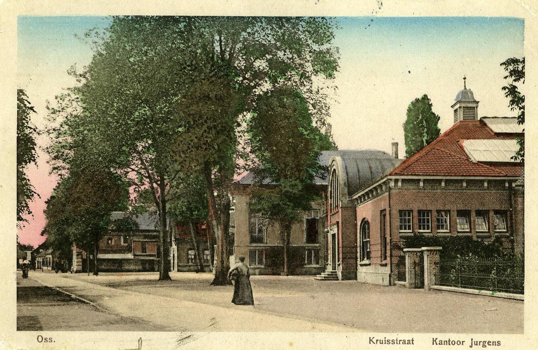 Het kantoor van Jurgens (nu Groene Engel) uit 1912 met daarnaast Villa Kio waar Hendrik Jurgens woonde met vrouw Theodora en negen kinderen.