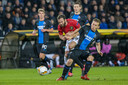Ruud Vormer in duel met Manchester United's Juan Mata.