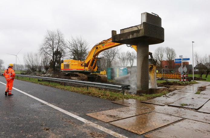 Voor de sloop van de voetgangersbrug wordt de snelweg 24 uur afgesloten.