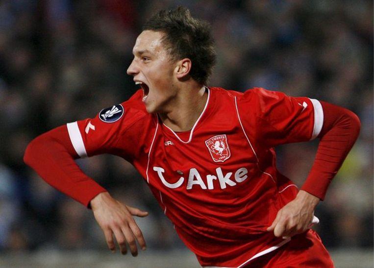 Twente-speler Marko Arnantovic scoort het enige en winnende doelpunt. Foto EPA Beeld