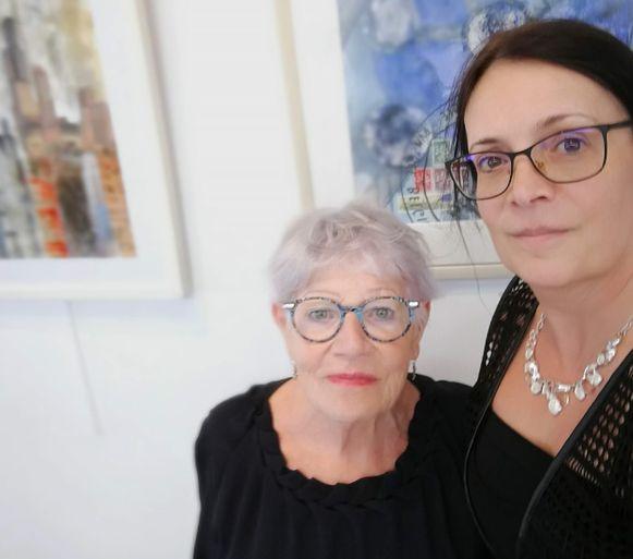 Liana Carleer en dochter Els Cools tonen samen hun kunstwerken.