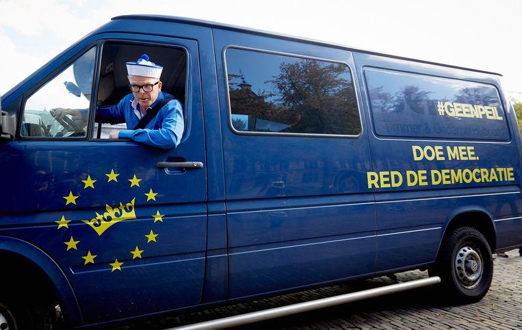 Jan Roos in de GeenPeil-bus. Beeld null